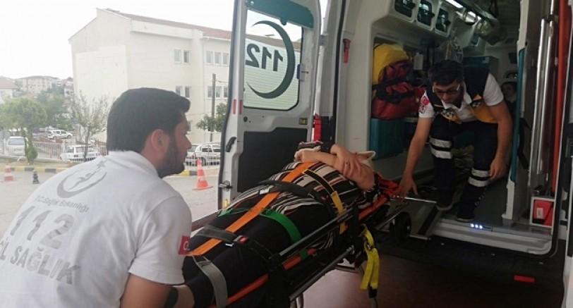 2 Araç Kafa Kafaya Çarpıştı 3 Yaralı