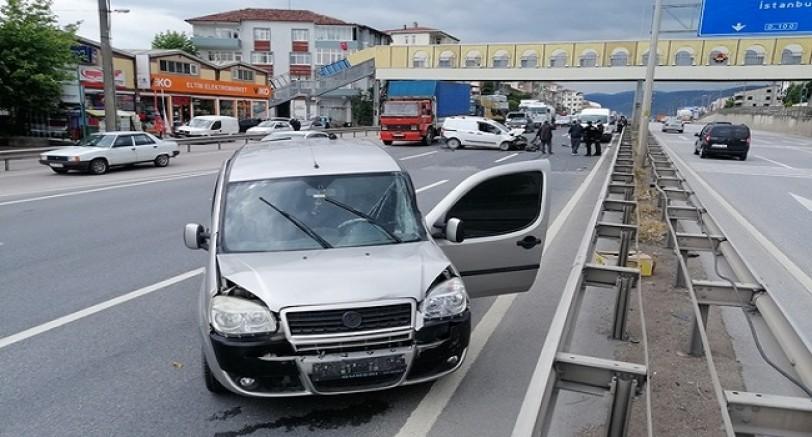4 Araç Birbirine Girdi 1 Yaralı