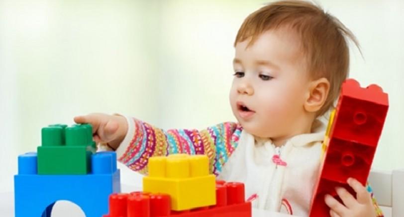 Bebeğe Oyuncak Alırken
