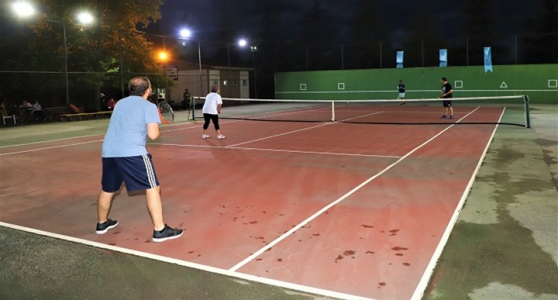 Büyükşehir Tenis Severleri Buluşturdu