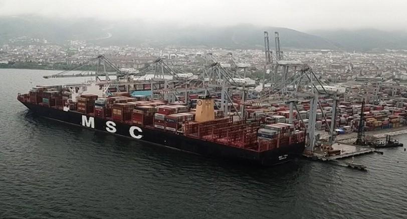 En Büyük Konteyner Gemisi Körfez'e Demirledi