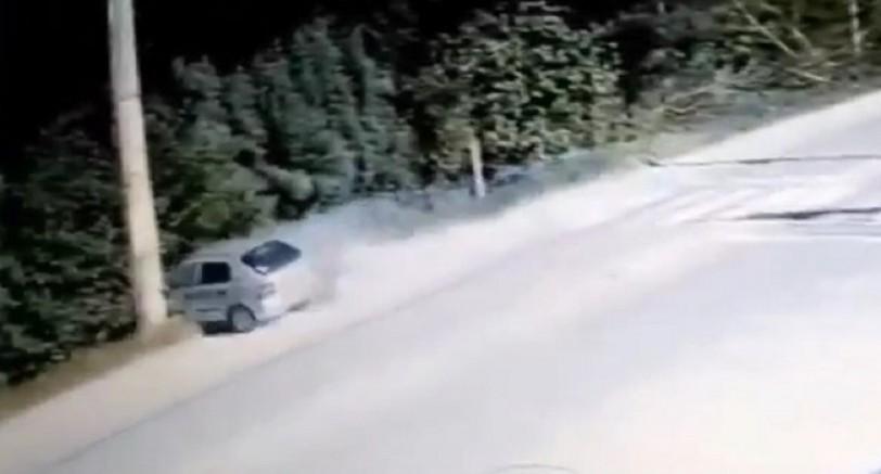 Kartepe'de Direğe Çarpan Otomobil Paramparça Oldu 1 Ölü 1 Yaralı
