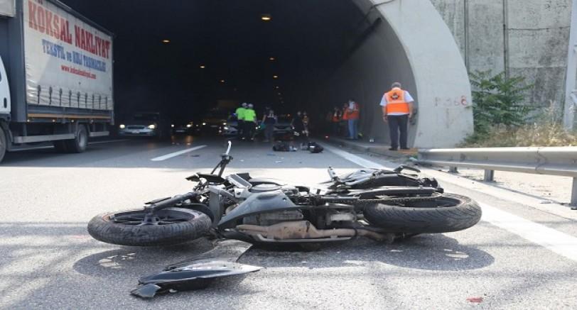 Motorsiklet Metrelerce Sürüklendi 1 Ölü 1 Ağır Yaralı