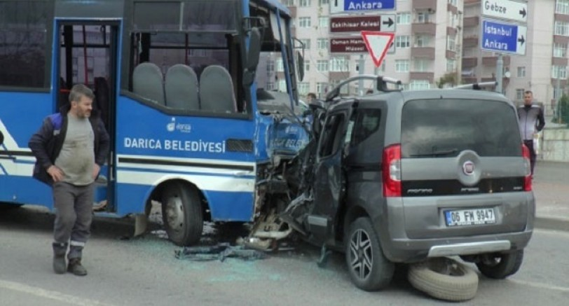 Öğrenci Minübüsü Kaza Yaptı 27 Yaralı