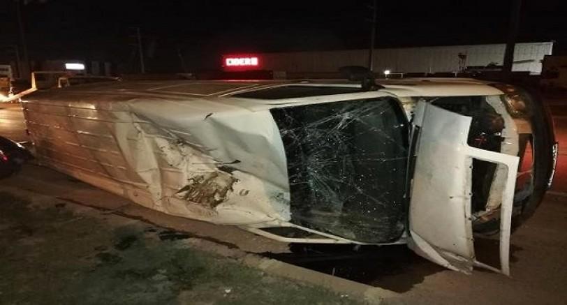 Otomobil İle Minübüs Çarpıştı 3 Yaralı