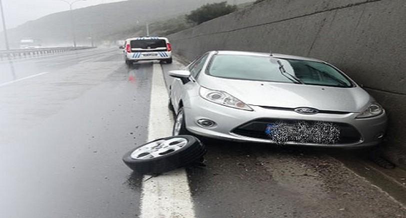 Otomobilin Lastiği Patladı: 3 Yaralı