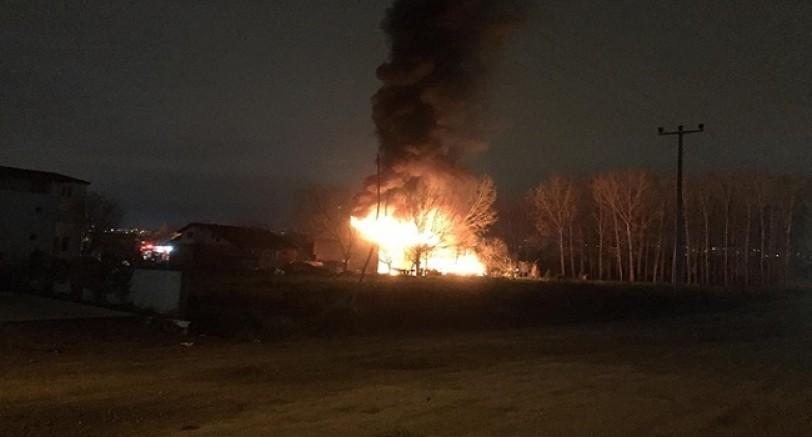 Samanlıkta Çıkan Yangın 2 Katlı Eve Sıçradı