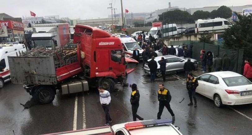 TIR Karşı Şerite Geçti 5 Aracı Ezdi 1 Ölü 5 Yaralı