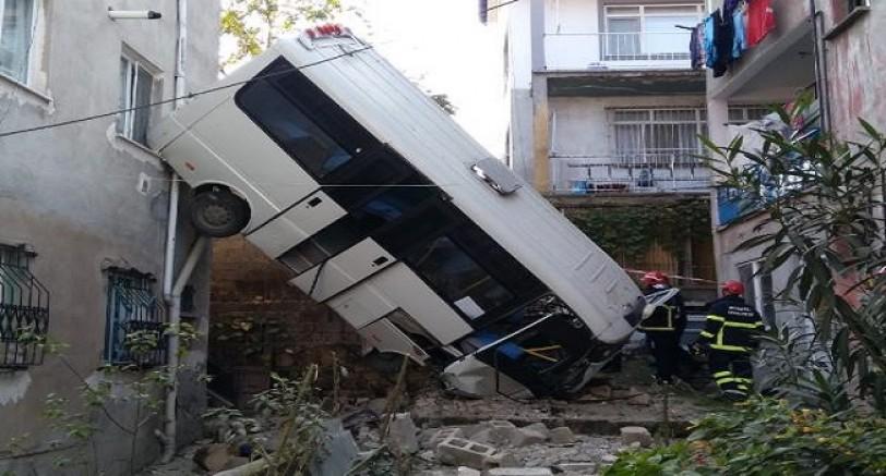 Yolcu Minibüsü Boşluğa Uçtu 12 Yaralı